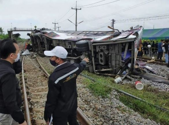 accident of train and bus