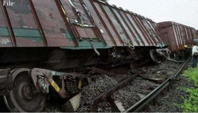 accident of train in sakhar