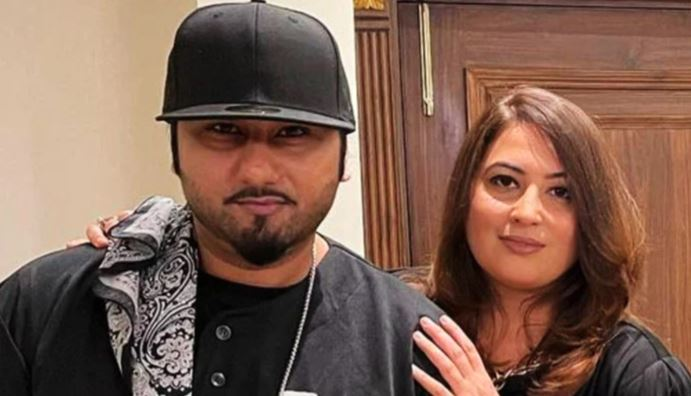 hony singh and his wife